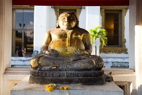 Buddha mit Katzencontent