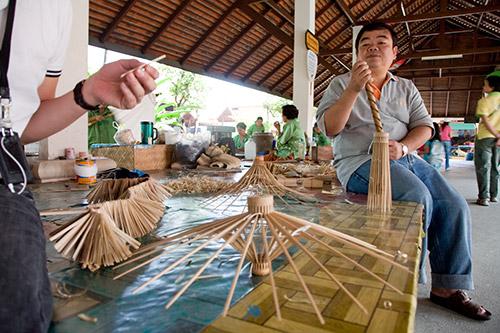 Schirmherstellung in Chiang Mai