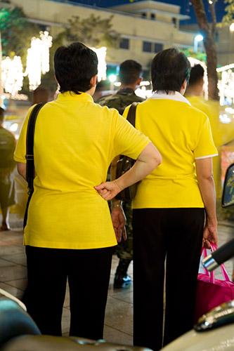Gelbe Hemden: Die Farbe des Königs