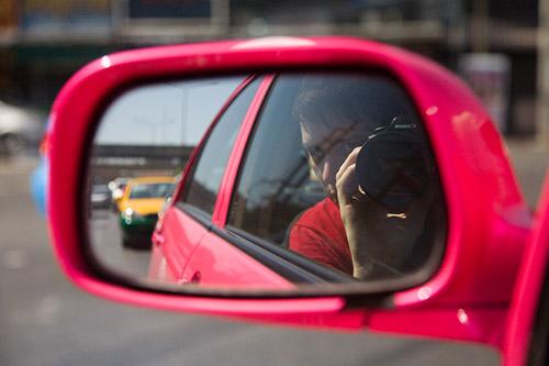 Rosa Taxirückspiegel